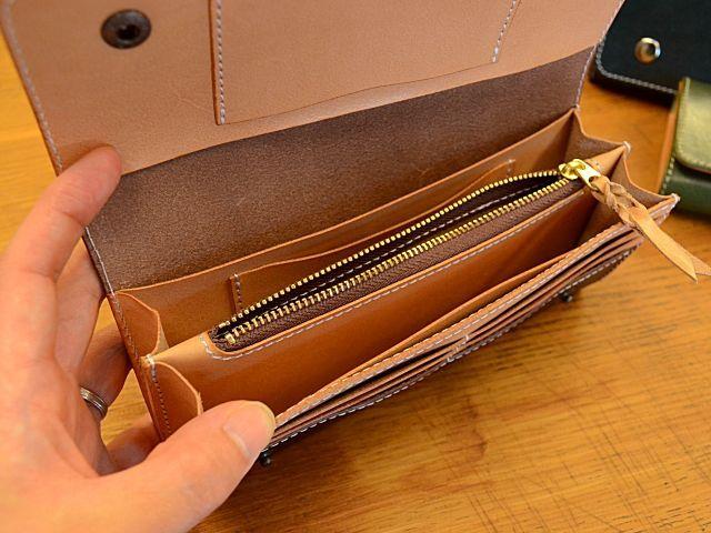 061d35682bdd ツーホックでしっかりホールド!フラップタイプ本革長財布 - 服飾小物 -【garitto】