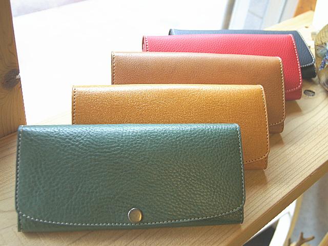 画像1: ワンボタンフラップタイプ本革長財布 カード収納12ポケット (1)